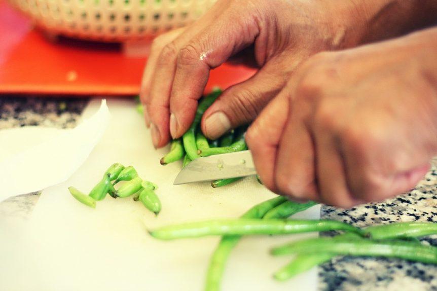 Mezze maniche con fagiolini e briciole al balsamico